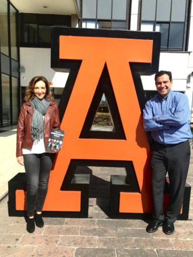 Ana Paula con Carlos Muñoz en la Anahuac